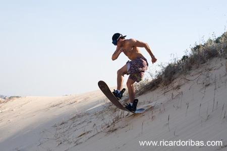 Bruninho nas dunas do Campo Bom, em Jaguaruna.