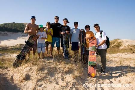 Galera da expedição nas dunas do Campo Bom, em Jaguaruna.