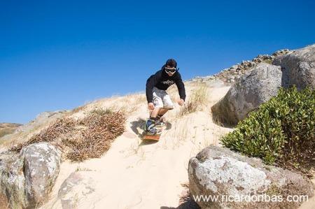 Digi nas dunas do Cabo de Santa Marta, em Laguna.